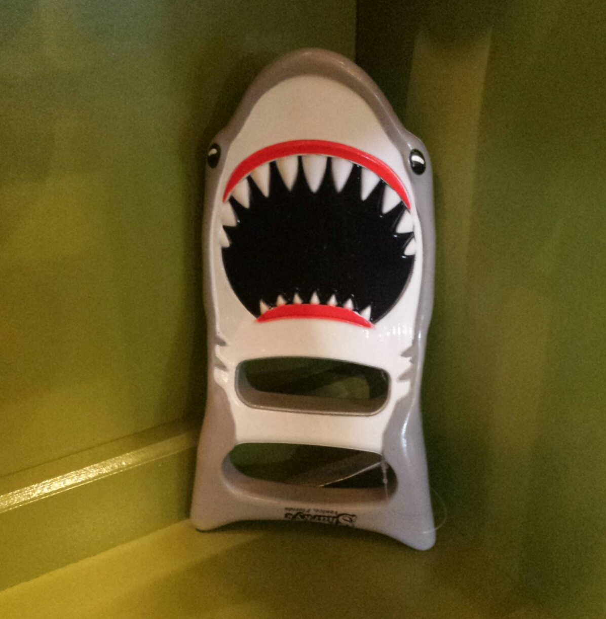 Shark sand digger